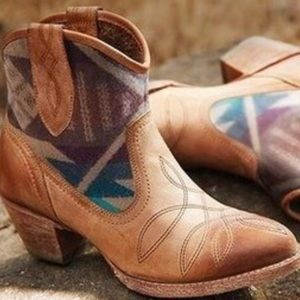 Ariat Pendleton ankle boot size 7.5 may fit 8